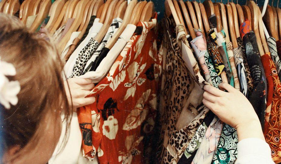Deze items moet elke vrouw in haar kledingkast hebben hangen